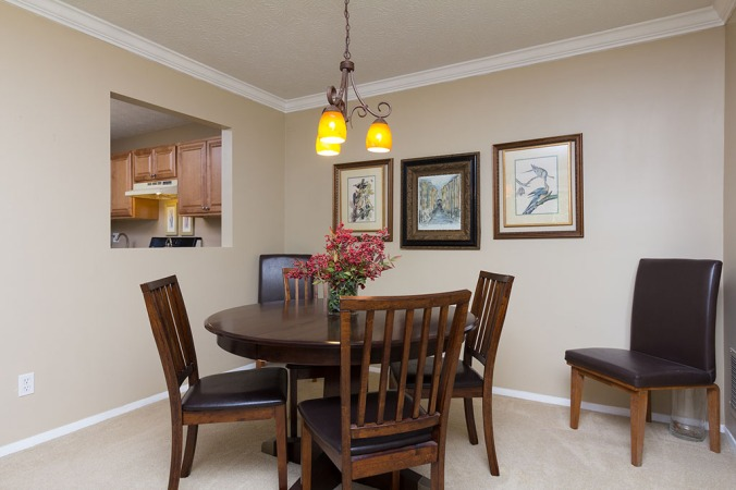 zercher-homes-2140-cumberland-ct-diningroom1