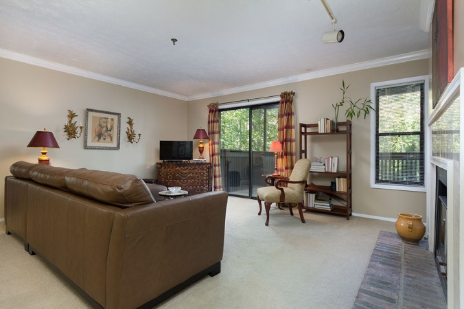 zercher-homes-2140-cumberland-ct-familyroom2