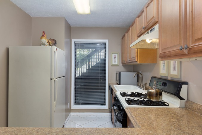 zercher-homes-2140-cumberland-ct-kitchen1